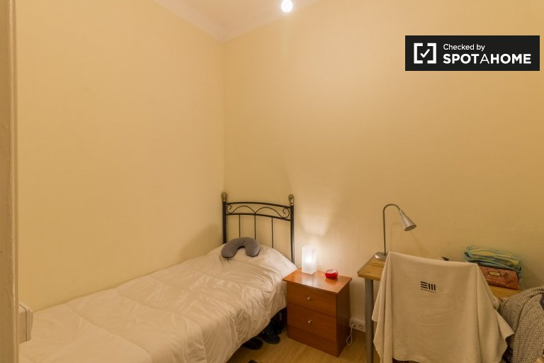 Gemütliches Zimmer zur Miete in 5-Zimmer-Wohnung in Eixample