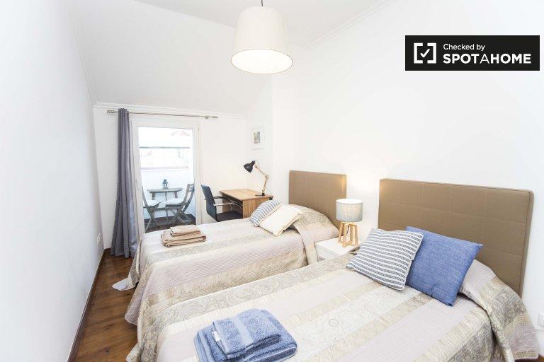 Belle chambre dans un appartement de 4 chambres à Arroios, Lisbonne