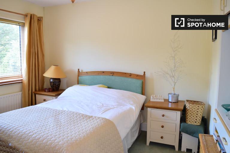 Incantevole camera in appartamento con 3 camere da letto a Knocklyon, Dublino