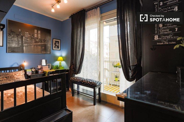 Quarto luxuoso para alugar em apartamento de 2 quartos em Corsico, Milão