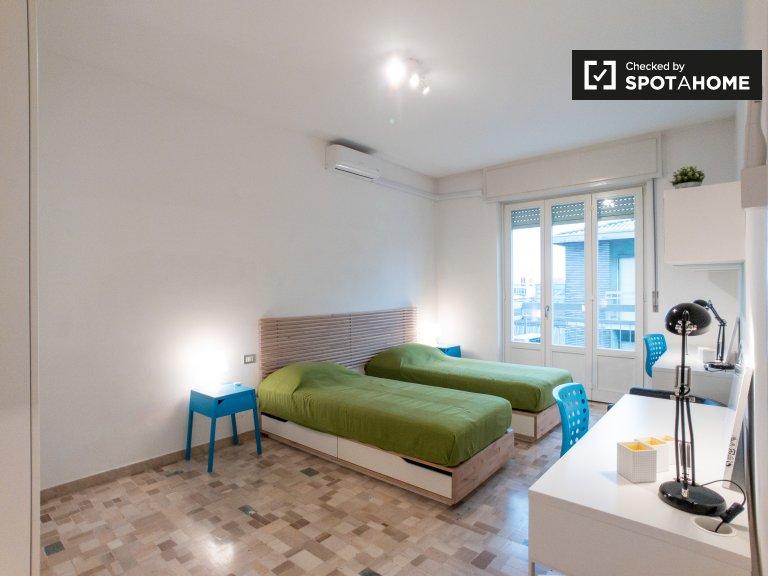 Betten zur Miete im Mehrbettzimmer, 2-Zimmer-Wohnung in Mailand