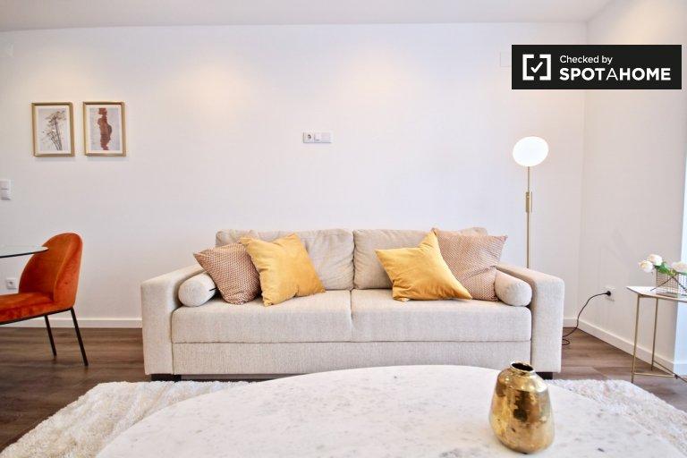 Elegant 1-bedroom apartment for rent in Campolide, Lisbon