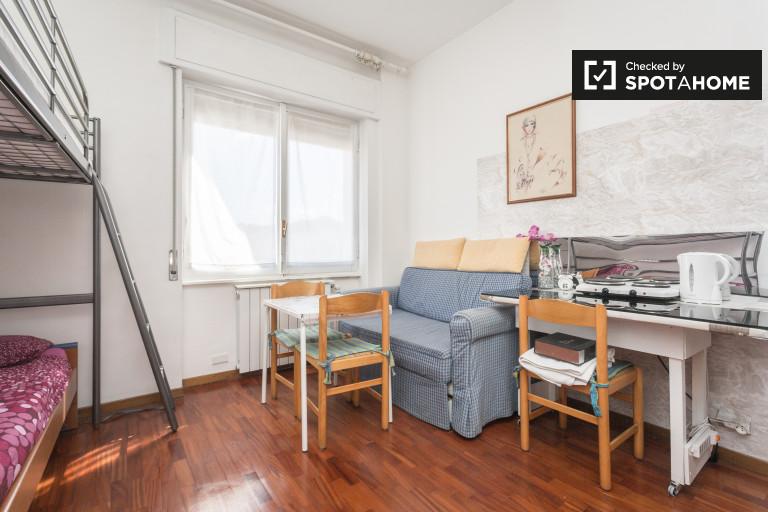 Habitación compartida amueblada en apartamento en Quarto Oggiaro, Milán