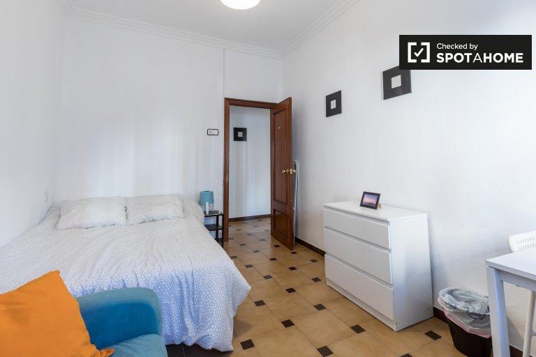 Pokój do wynajęcia w 5-pokojowym mieszkaniu w Algirós, Valencia