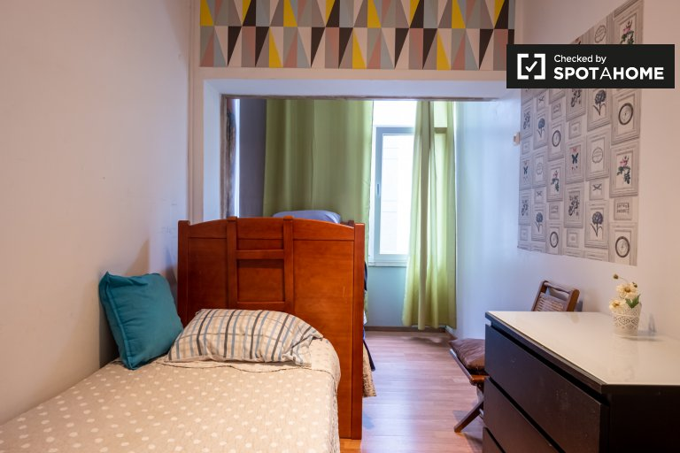 Pokój do wynajęcia w mieszkaniu z 9 sypialniami, Avenidas Novas, Lizbona