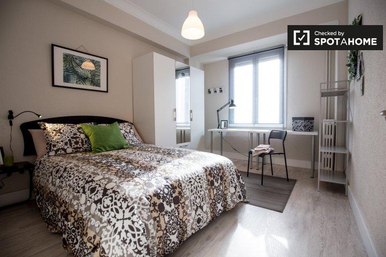 Nice room in 4-bedroom apartment in Indautxu, Bilbao