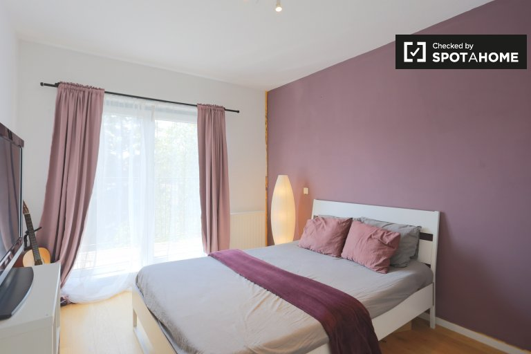 Stylish room in 2-bedroom apartment in Anderlecht, Brussels