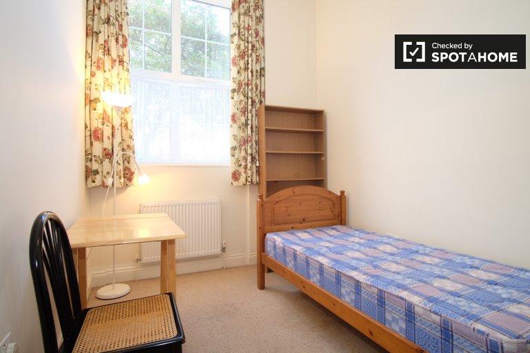 3 yatak odalı ev, Willesden, Londra kiralık oda