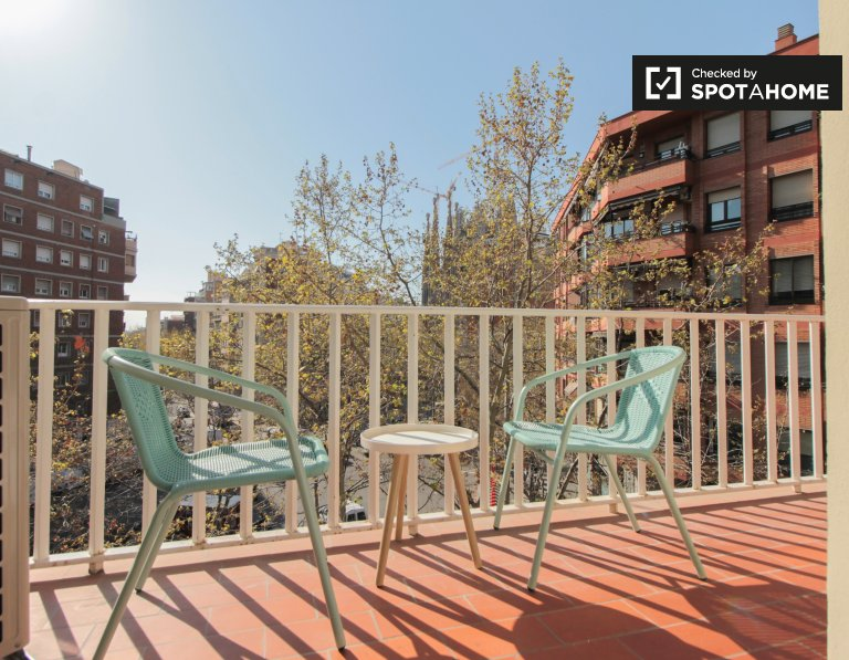 4-bedroom apartment for rent in Gràcia in Barcelona