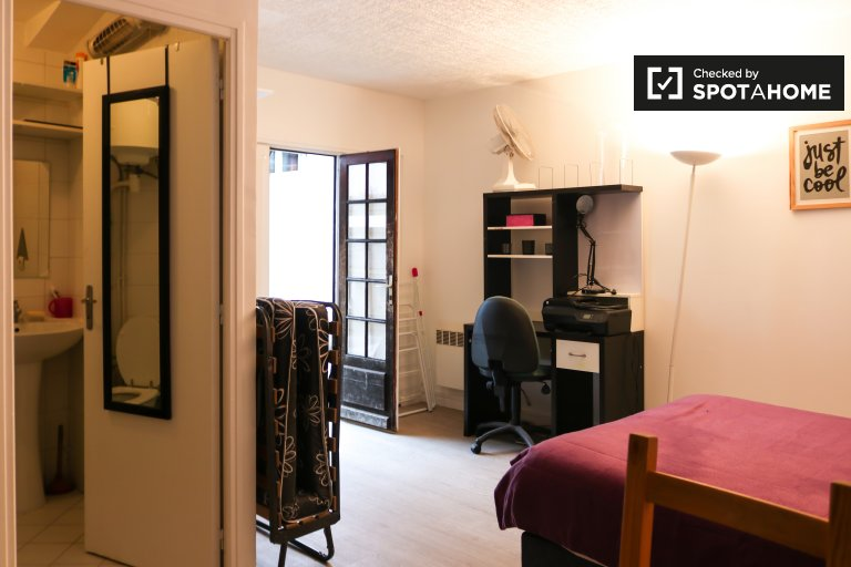 Compact studio apartment for rent, Colombes, Paris
