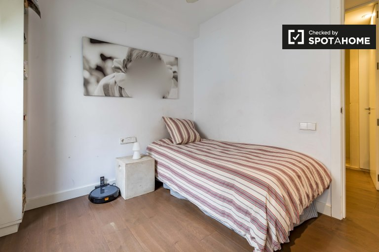 Quarto para alugar em apartamento de 3 quartos em L'Eixample