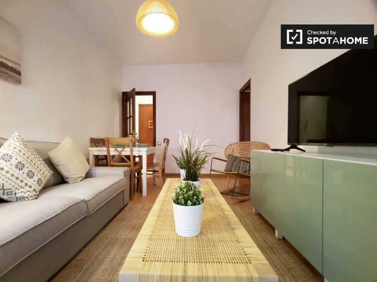 Charming 3-bedroom apartment with balcony for rent in Poble Sec