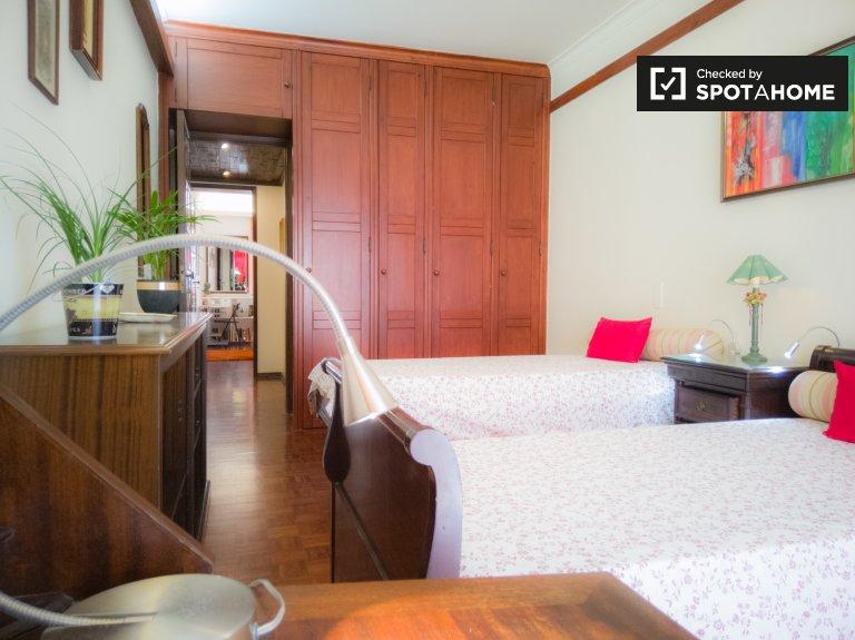 Quarto para alugar, luminoso apartamento de 4 quartos, Portela