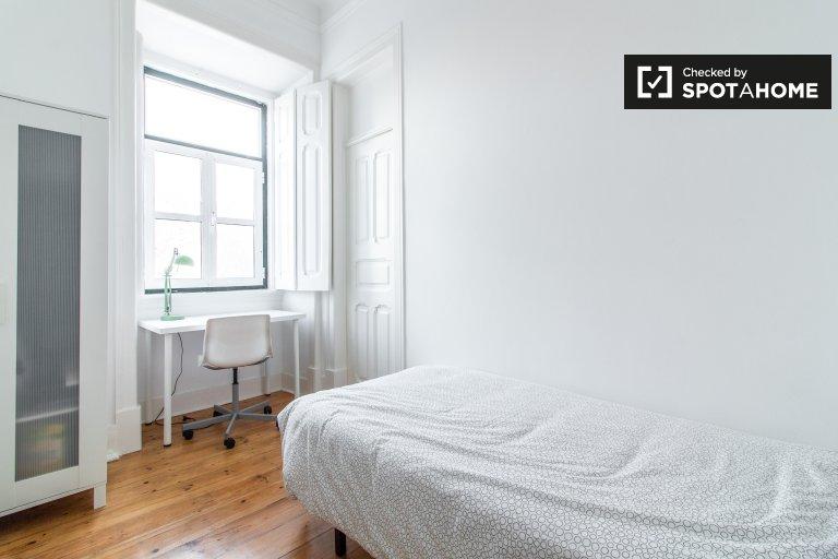 Sala de luz em apartamento de 7 quartos em Arroios, Lisboa