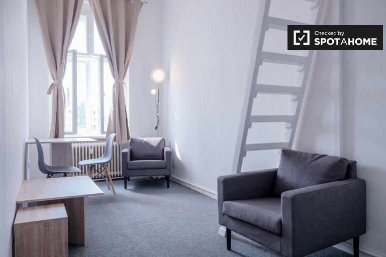Quarto para alugar em apartamento de 5 quartos em Mitte, Berlim