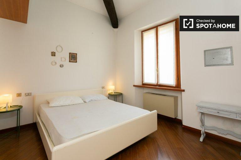 Camera in appartamento con 2 camere da letto in affitto a De Angeli, Milano