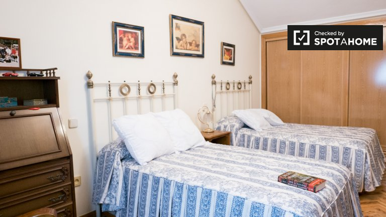 Spacious room for rent in 2-bedroom apartment in Getafe