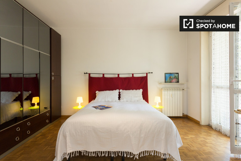 Apartamento de 1 quarto ensolarado para alugar em Piazza Firenze, Milão