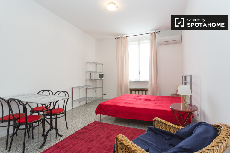 Studio apartment for rent in Parco Sempione, Milan