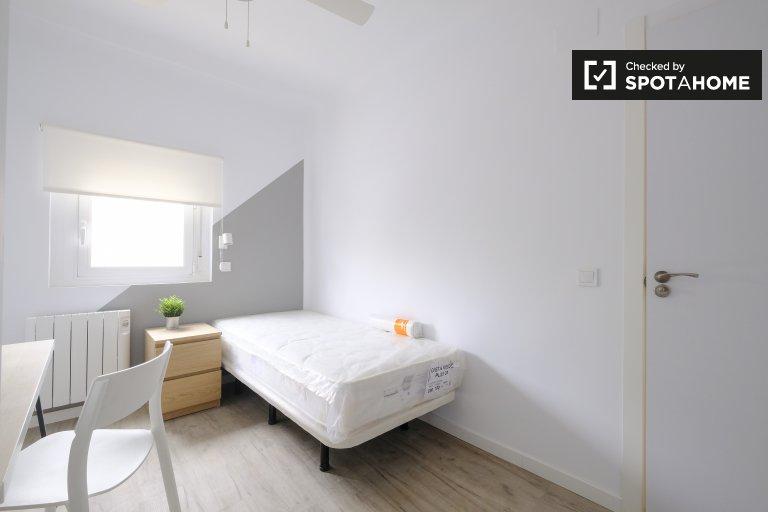 Chambre soignée à louer dans un appartement de 3 chambres à Getafe