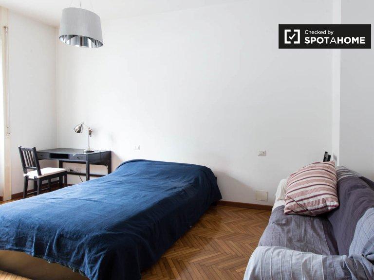 2 yatak odalı daire, Certosa, Milano'da aydınlık oda