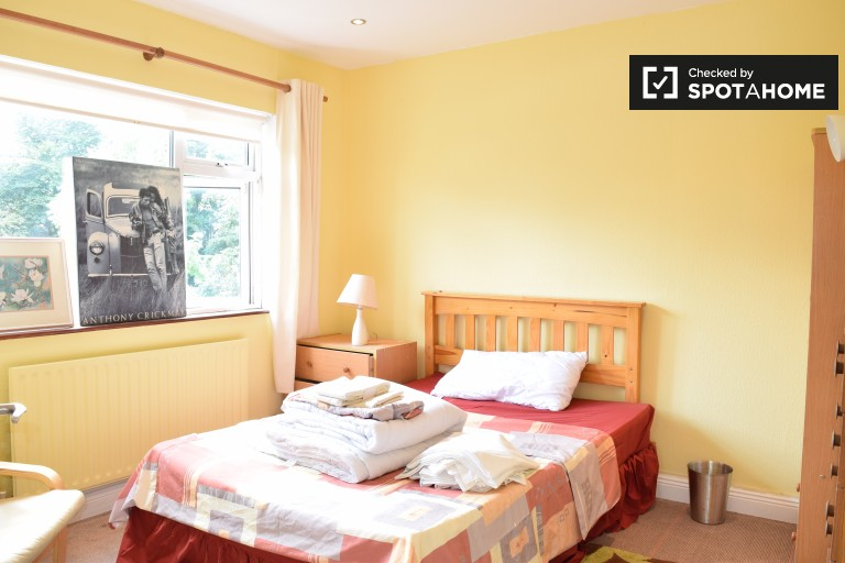 Exterior room in shared apartment in Clonsilla, Dublin