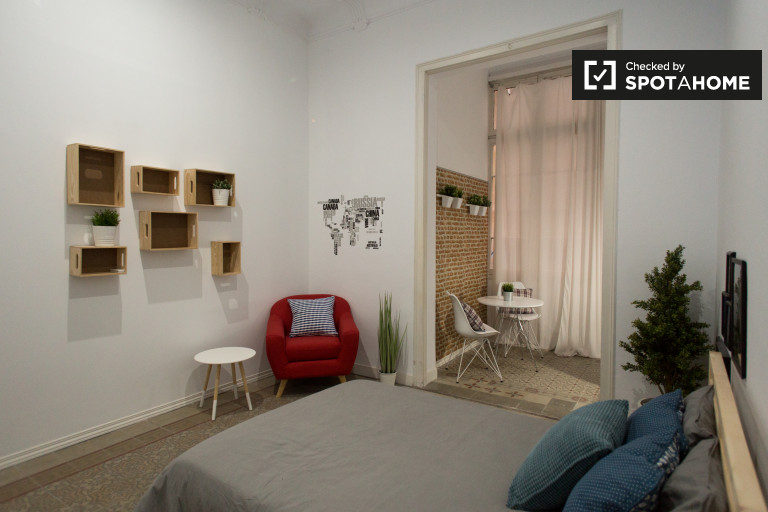 Rent a room in 8-bedroom apartment in Gracia, Barcelona