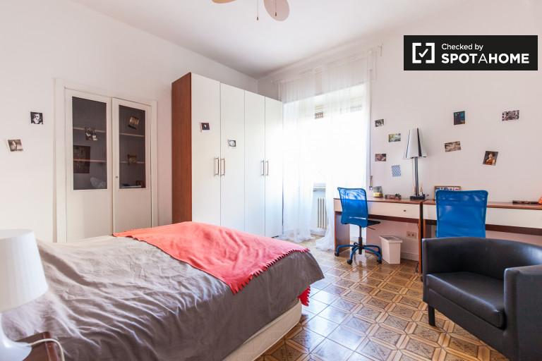 Comfortable room in apartment in San Lorenzo, Rome