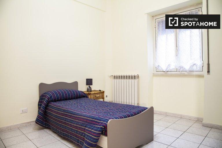 Quarto para alugar em apartamento de 2 quartos em Torre Angela, Roma