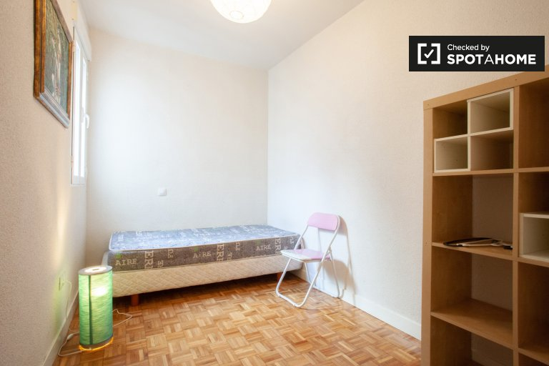 Cozy room for rent in Retiro, Madrid