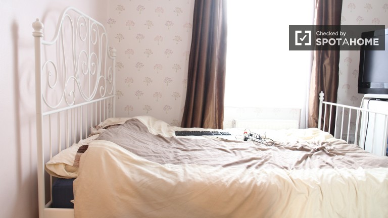 Bedroom 2 - Double Bed With Storage
