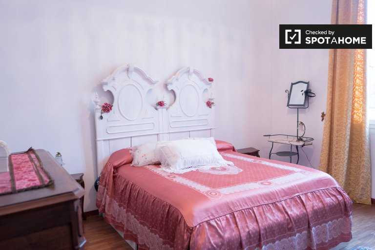 Room for rent in 2-bedroom apartment in Irnerio, Bologna