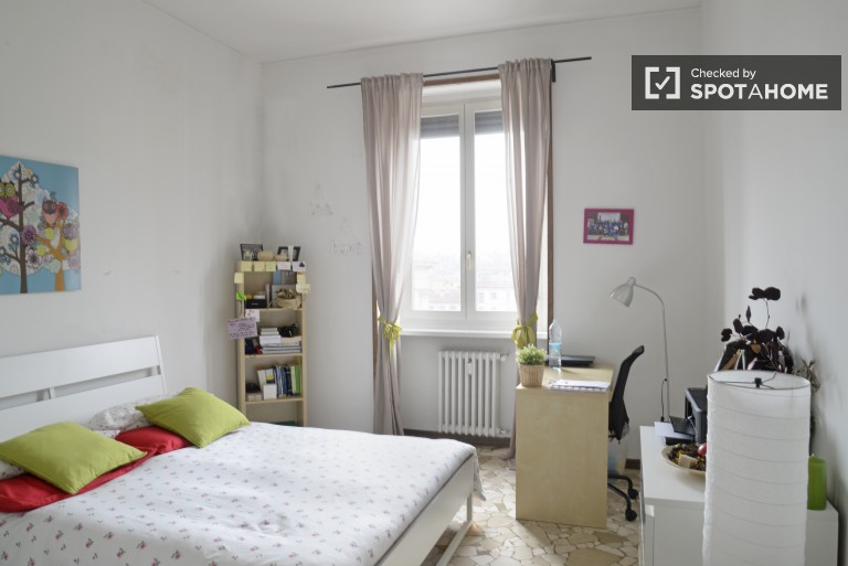 in Charming rooms for young females in a 3 bedroom apartment in Navigli