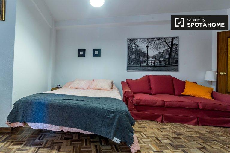 Ogromny pokój do wynajęcia w apartamencie z 7 sypialniami w Extramurs