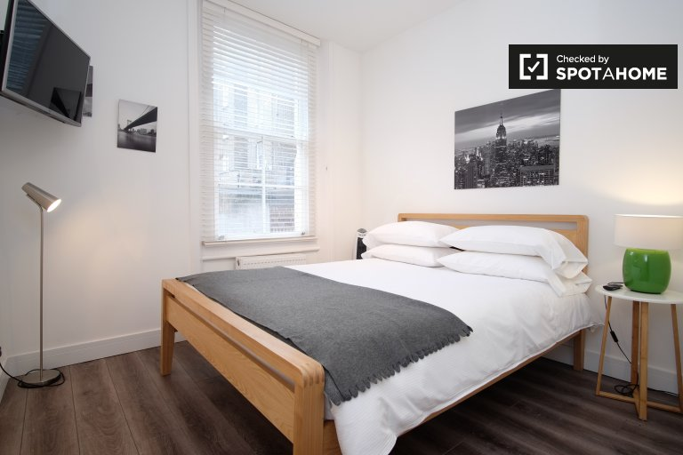 Stylishly renovated 1-bedroom apartment to rent in Notting Hill, Travelcard Zones 1 and 2