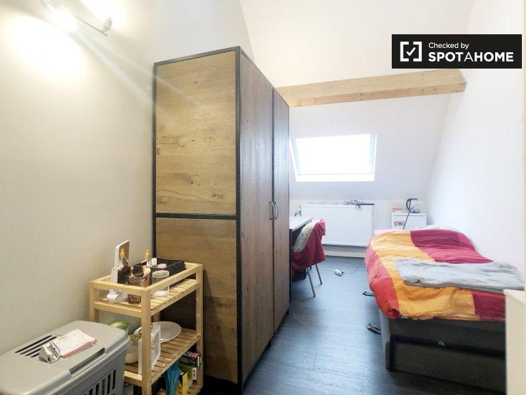 Quarto para alugar em residência residencial em Saint Gilles, Bruxelas