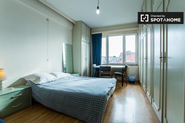 Double Bed in Rooms for rent in 3-bedroom apartment close to Josaphat Park in Schaerbeek
