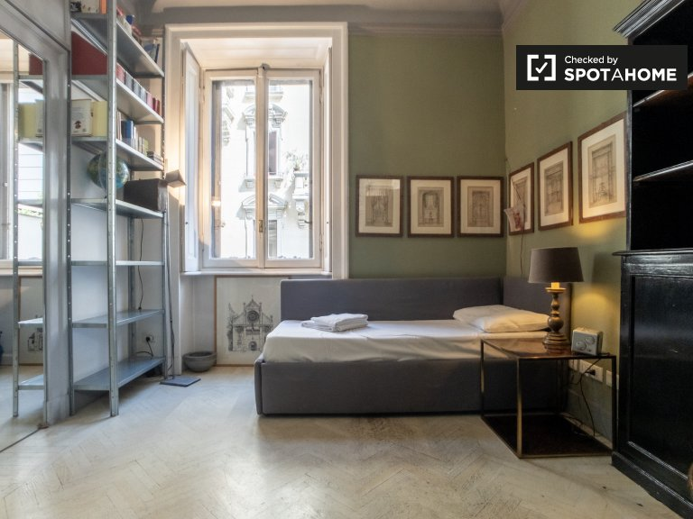Dapper studio apartment for rent in Moscova, Milan