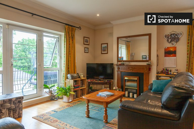 Bright 1-bedroom flat to rent in Ashtown, Dublin