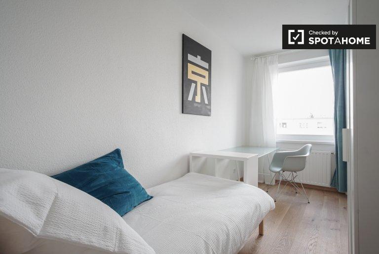 Przytulny pokój w czteropokojowym apartamencie w Treptow-Köpenick w Berlinie
