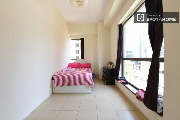 Single Bed in Fully furnished rooms for rent in an 8-bedroom apartment in Dubai Marina, close to the beach