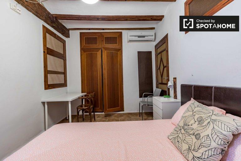 Se alquila habitación en apartamento de 4 dormitorios en Extramurs, Valencia