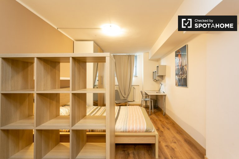 Rooms for rent in 5-bedroom apartment in Villa San Giovanni