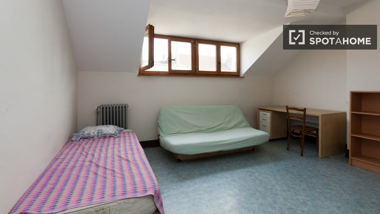 Bright room in apartment in Saint Gilles, Brussels