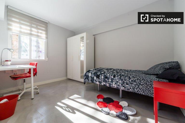 Chambre lumineuse dans l'appartement à Poblats Maritim, Valence