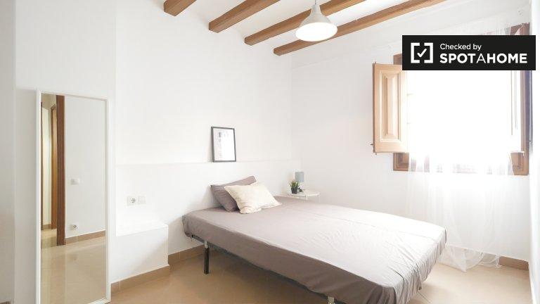Helles Zimmer zur Miete in 4-Zimmer-Wohnung in Barri Gòtic