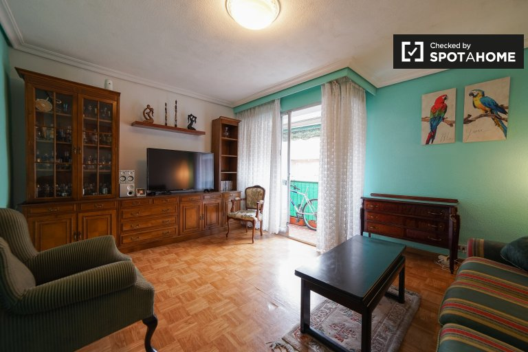 Casual 3-bedroom apartment for rent in Tetuán, Madrid