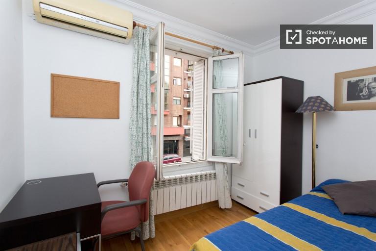 Grande quarto em apartamento de 10 quartos em Guindalera, Madrid