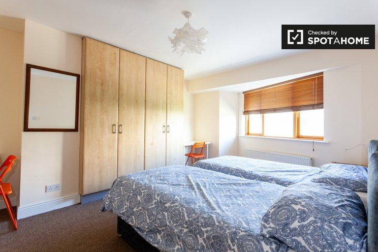 Quarto para alugar em apartamento de 5 quartos em Ballymun, Dublin