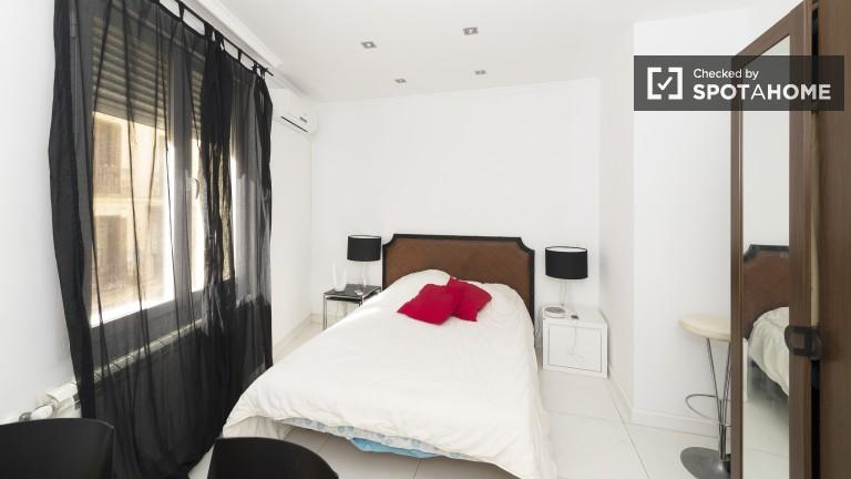 Exterior double bedroom